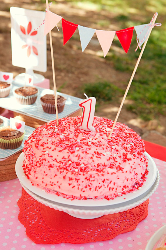 Heart-themed 1st birthday by Meg Designs | Sweet Monday Photography | 100 Layer Cakelet