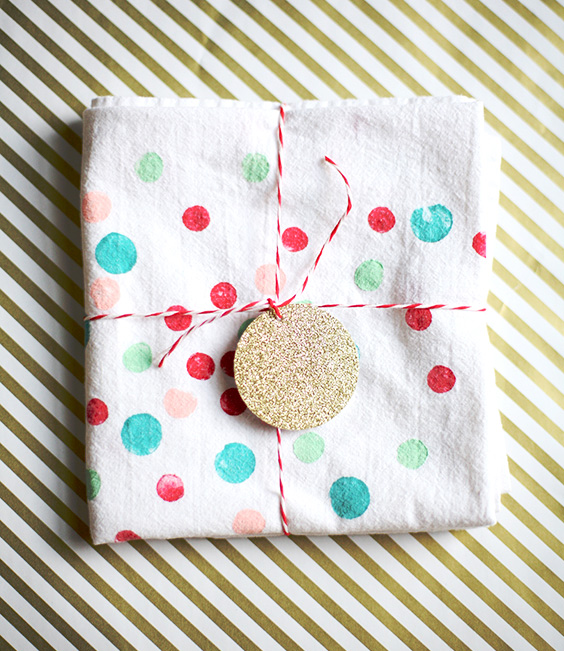 Handmade Christmas Gifts For Kids: DIY Potato Print Tea Towels For Holiday Gifts