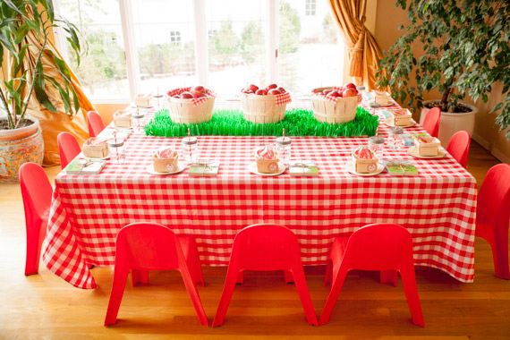 Farm-themed first birthday party by Twenty Three Layers | 100 Layer Cakelet