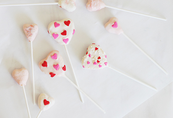 DIY cake pops and free printable tags from Kelli Murray | 100 Layer Cakelet