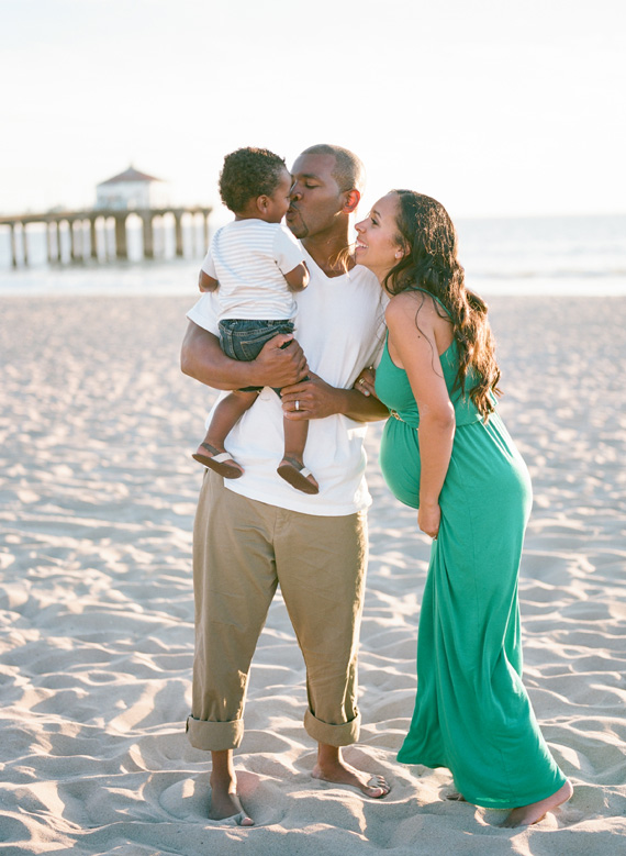 Family maternity photos at the beach | Erin Hearts Court | 100 Layer Cakelet