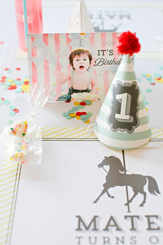 Merry-go-round 1st birthday by Elvira Ramos | Eva Marie Photography | 100 Layer Cakelet