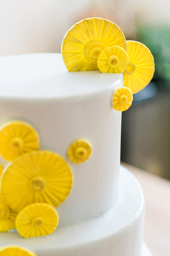Black and yellow twin baby shower | hosted by Jody Che | Photos by Mishina Photography | 100 Layer Cakelet