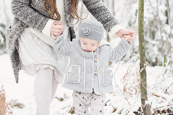 Winter maternity photos in Cologne, Germany by Maggy Melzer Photography | 100 Layer Cakelet