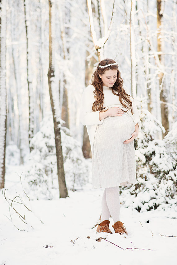 Winter maternity photos in cologne germany by maggy melzer photography 100 layer cakelet