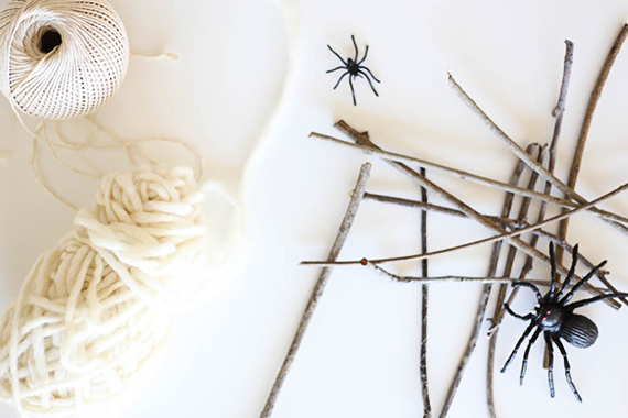 how to make a spider web with yarn