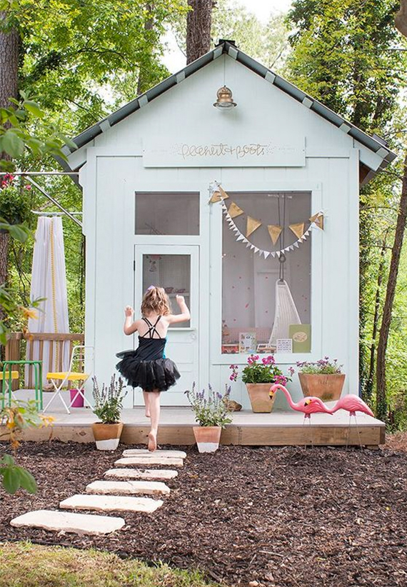 girls outdoor playhouse