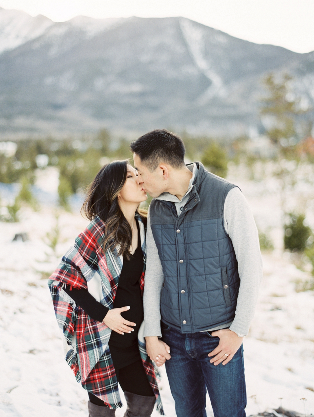 Dani-Cowan-Photography-Snowy-Colorado-Mountain-Maternity-Photoshoot14_WEB