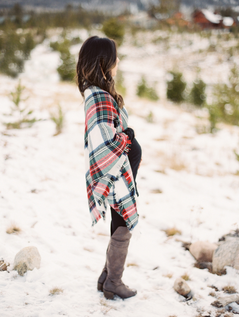 Dani-Cowan-Photography-Snowy-Colorado-Mountain-Maternity-Photoshoot18_WEB