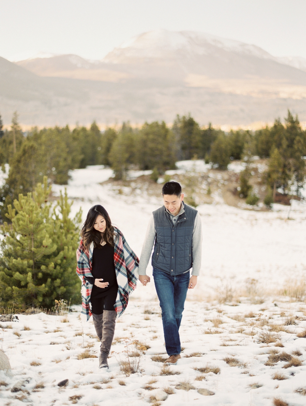 Dani-Cowan-Photography-Snowy-Colorado-Mountain-Maternity-Photoshoot28_WEB