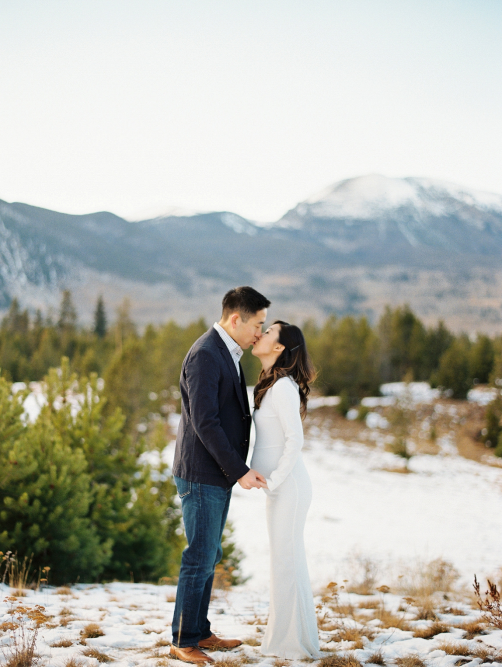 Dani-Cowan-Photography-Snowy-Colorado-Mountain-Maternity-Photoshoot64_WEB